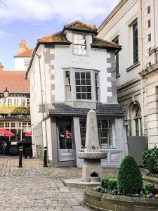 The narrow Crooked House in Windsor