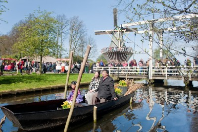 A boat ride on the canal that you can take if you visit the Keukenhof Gardens