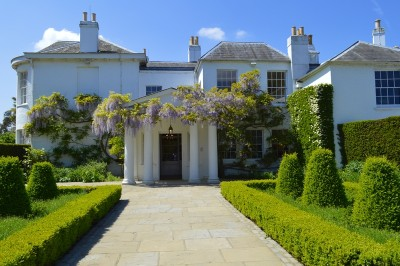 Pembroke Lodge in Richmond Park with its manicured garden in front